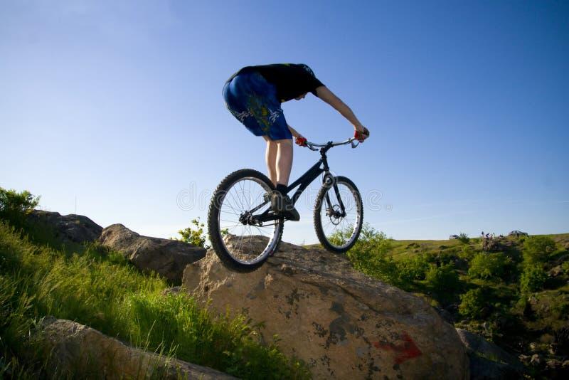 El truco extremo de la bici foto de archivo
