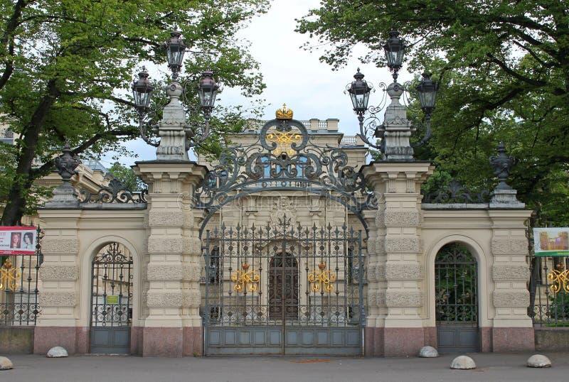 El tubo principal a la casa de la música St Petersburg imágenes de archivo libres de regalías