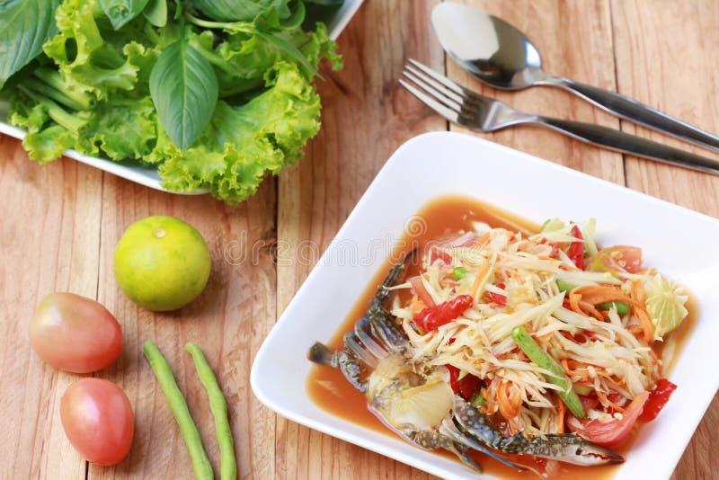 El TUM del SOM, las comidas tailandesas o la ensalada de la papaya en gusto picante y es populares fotos de archivo