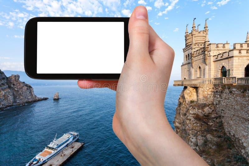 el turista fotografía el castillo de la jerarquía del embarcadero y del trago fotografía de archivo libre de regalías