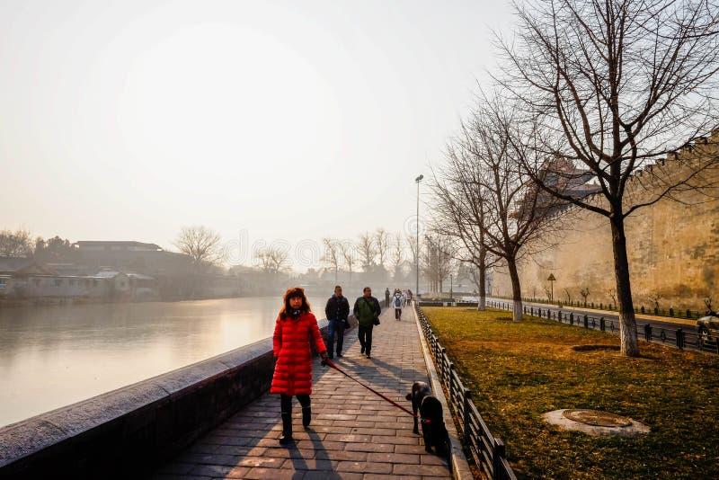 El turista viene a la ciudad Prohibida imagenes de archivo