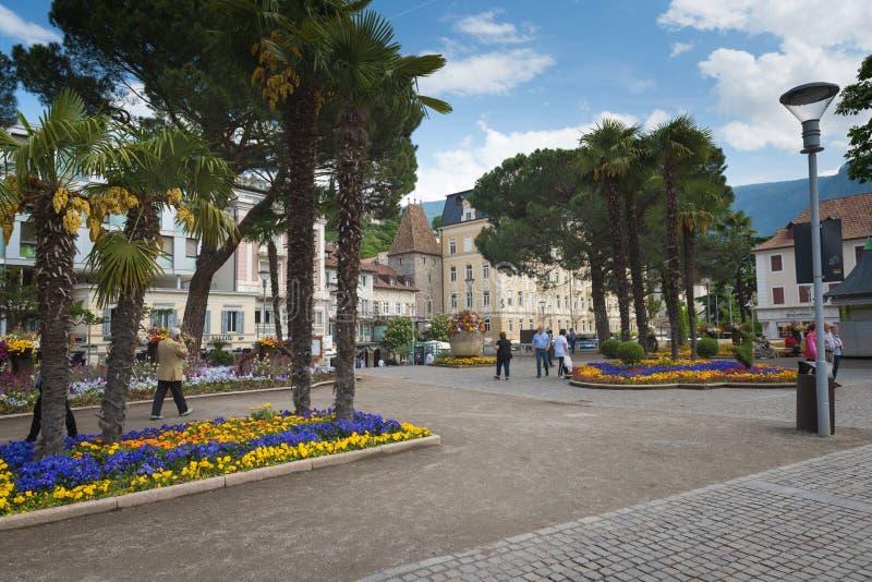El Tyrol del sur, una ciudad hermosa de Trentino Alto Adige, opinión sobre la 'promenade' famosa a lo largo del río de Passirio fotografía de archivo
