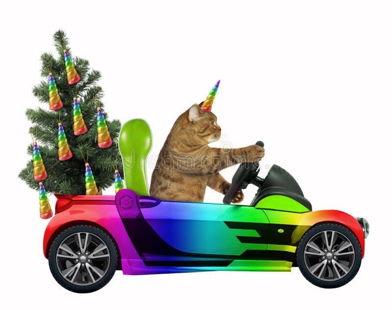 El unicornio del gato lleva un árbol de navidad imagen de archivo libre de regalías