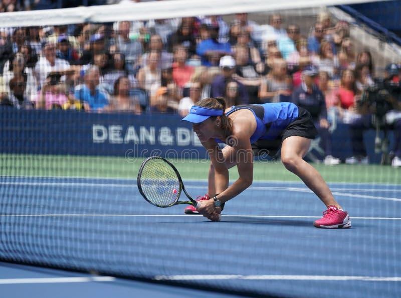 El US Open 2017 dobles mezclados defiende a Martina Hingis de Suiza en la acción durante partido final fotografía de archivo libre de regalías