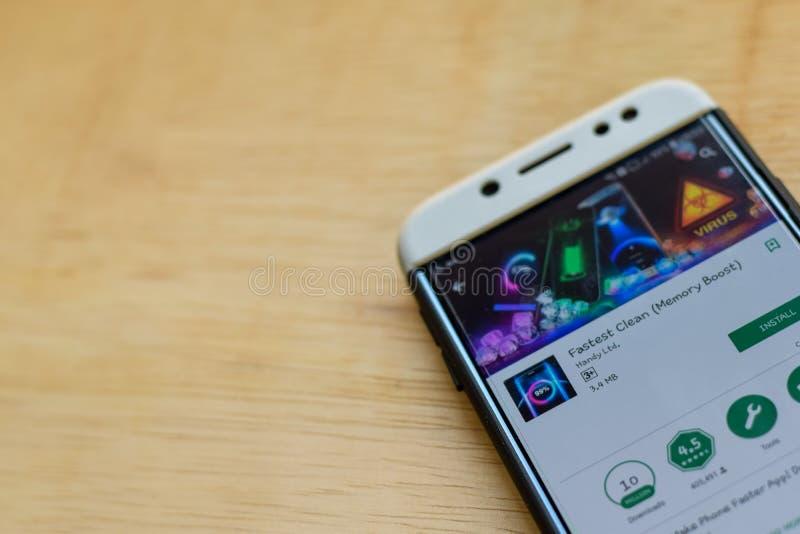 El uso limpio más rápido del revelador en la pantalla de Smartphone El alza de la memoria es explorador Web del freeware fotografía de archivo libre de regalías
