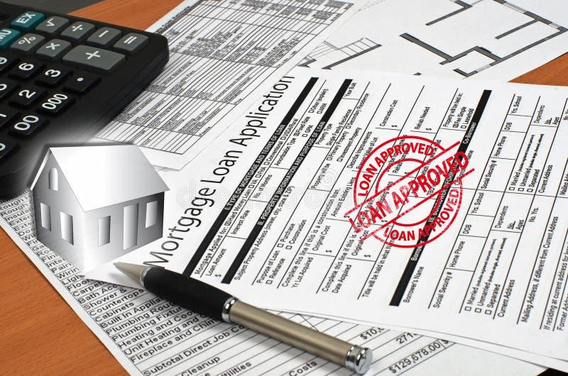 El uso para un préstamo de hipoteca está en la tabla imágenes de archivo libres de regalías