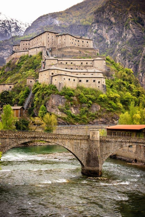El valle de Aosta, fuerte del bardo, Italia fotos de archivo
