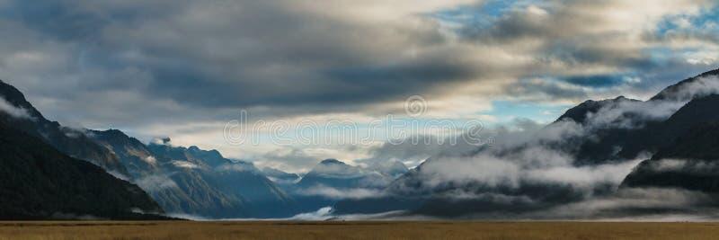 El valle de Eglinton, ve a lo largo del camino del camino del milford en Nueva Zelanda foto de archivo
