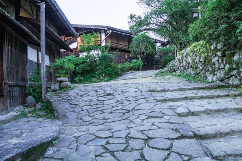 El valle de Kiso es la ciudad vieja o el bui de madera tradicional japonés fotografía de archivo