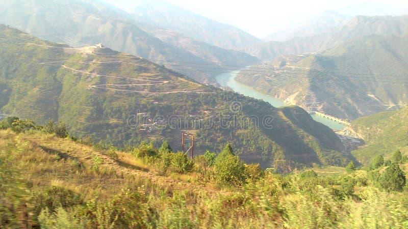 El valle del río Bhagirathi y el proyecto de la represa de Koteshwar en el estado de Uttrakhand en India imagen de archivo libre de regalías