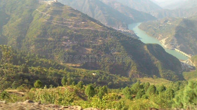 El valle del río Bharirathi y el proyecto de la represa de Koteshwar en el estado de Uttrakhand en India fotografía de archivo libre de regalías