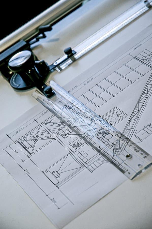El valor del trabajo hecho a mano del dibujo técnico del pasado A de un proyecto hecho totalmente a mano en un escritorio tablero fotos de archivo libres de regalías