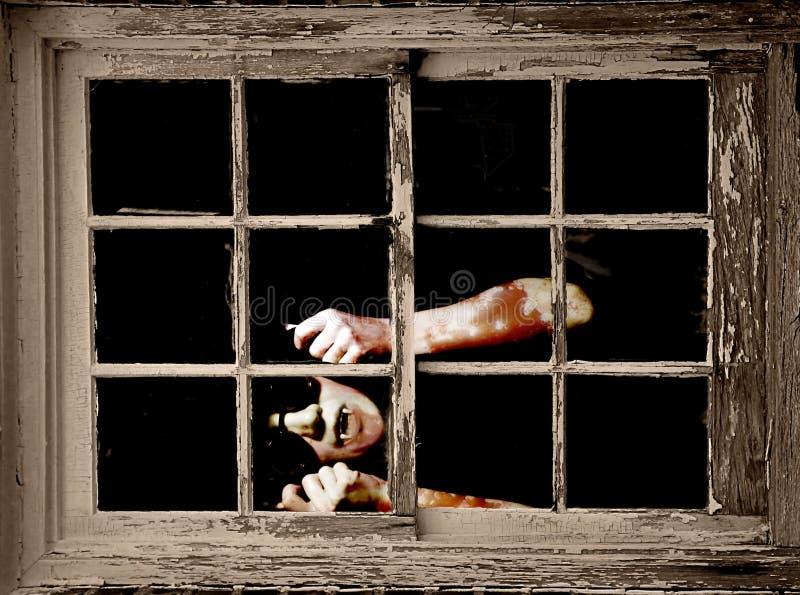 El vampiro mira hacia fuera la ventana imagen de archivo