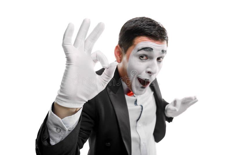 El varón imita mostrando gesto ACEPTABLE fotografía de archivo