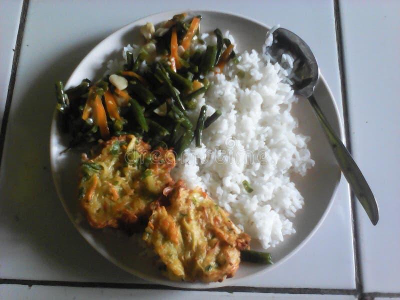 El vegetariano de la comida en gente indonesia fotos de archivo libres de regalías