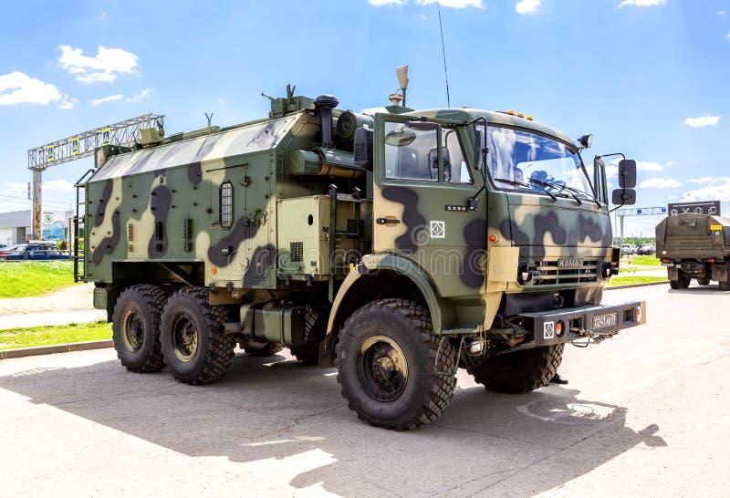 El vehículo automatizado del puesto de mando para proporcionar la comunicación y el control fotos de archivo