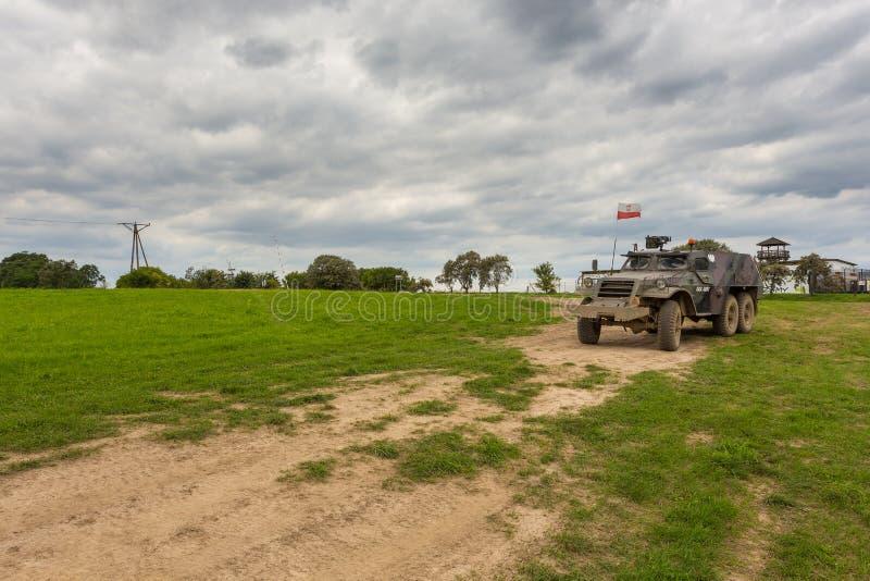 El vehículo ligero blindado militar, un peso ligero rodó, Miedzyrzecz, Polonia imagenes de archivo