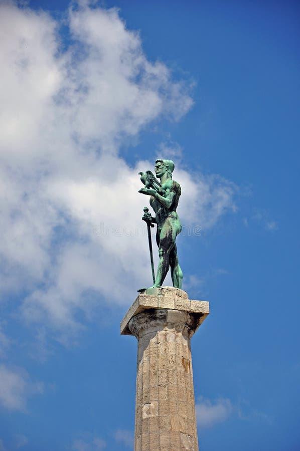 El vencedor y el cielo nublado imagen de archivo libre de regalías