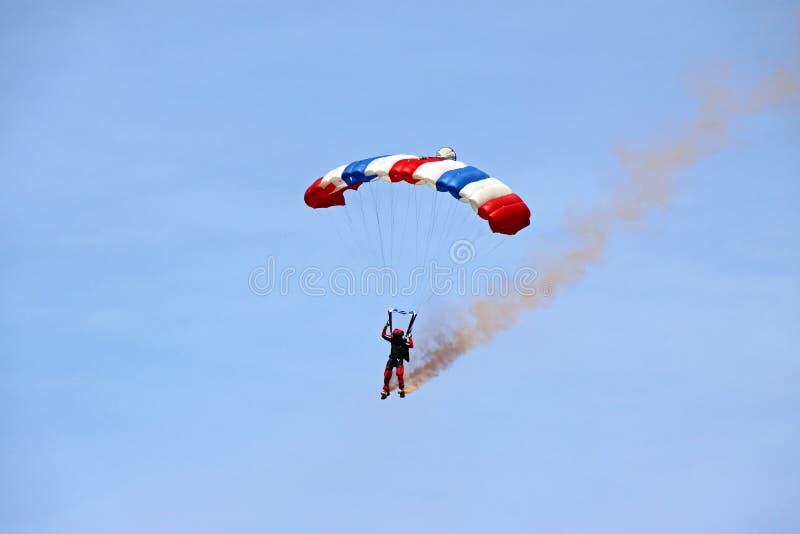 El venir del zambullidor del paracaidista/del cielo realista foto de archivo libre de regalías