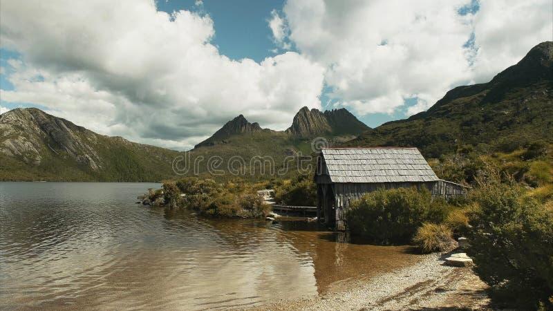 El verano tirado del barco histórico vertió en la cuna mt, Tasmania fotos de archivo libres de regalías