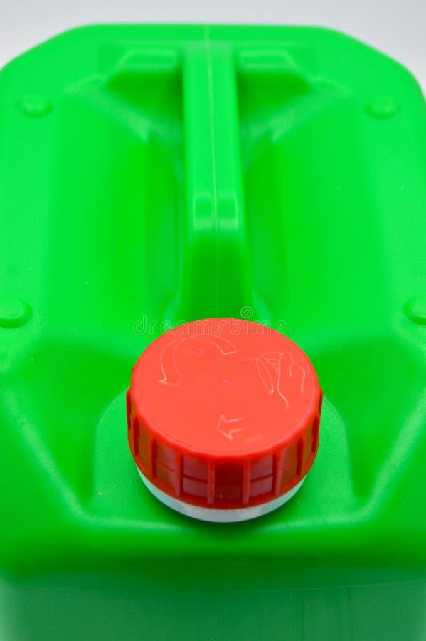 El verde colore? la botella detergente pl?stica Cosm?tico, envase Botellas, sucias imágenes de archivo libres de regalías