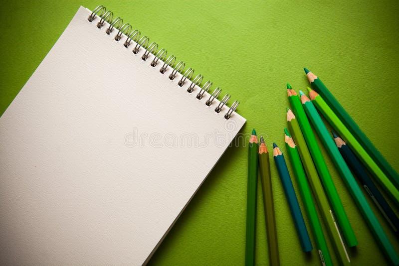 El verde dibujó a lápiz el fondo imagen de archivo libre de regalías