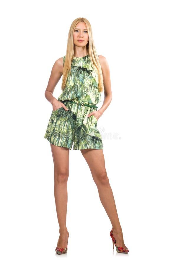 El vestido del cortocircuito del verde de la mujer del pelo que lleva rubio aislado en blanco imagenes de archivo