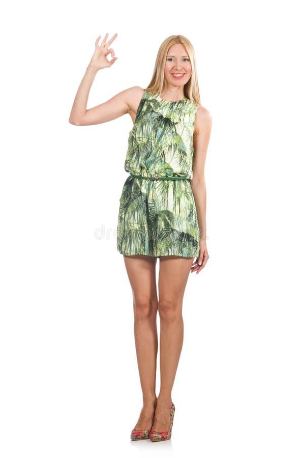 El vestido del cortocircuito del verde de la mujer del pelo que lleva rubio aislado en blanco fotos de archivo