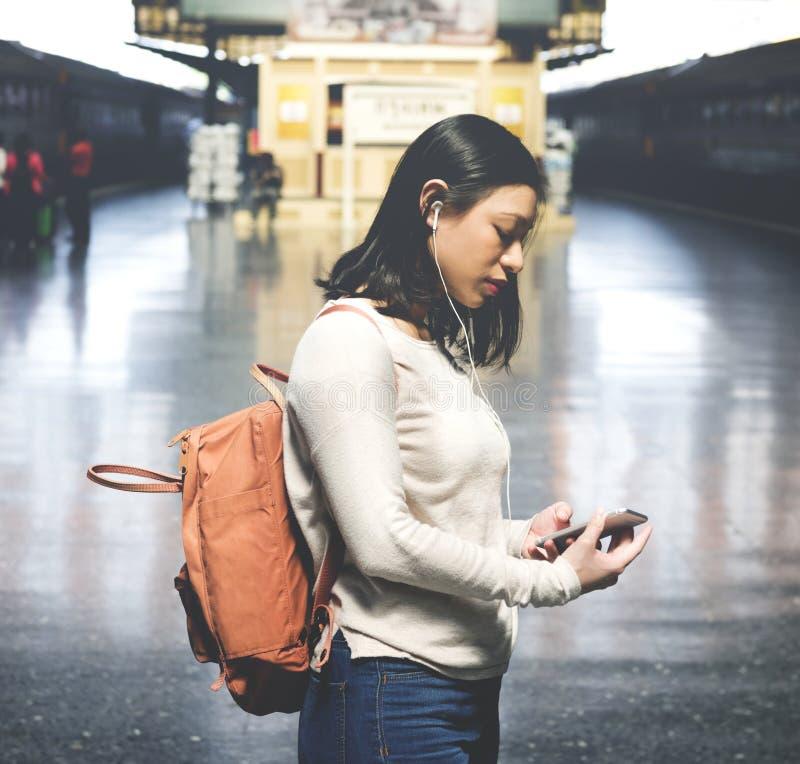 El viajar asiático de la mujer imagenes de archivo