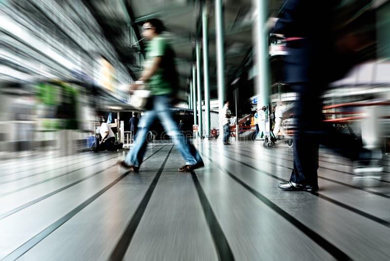 El viajar de la gente imagenes de archivo