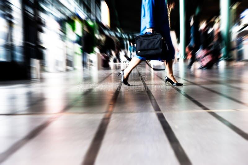 El viajar de la gente fotografía de archivo
