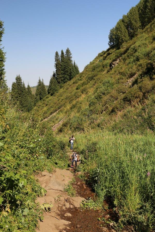 El viajar en las monta?as fotos de archivo libres de regalías
