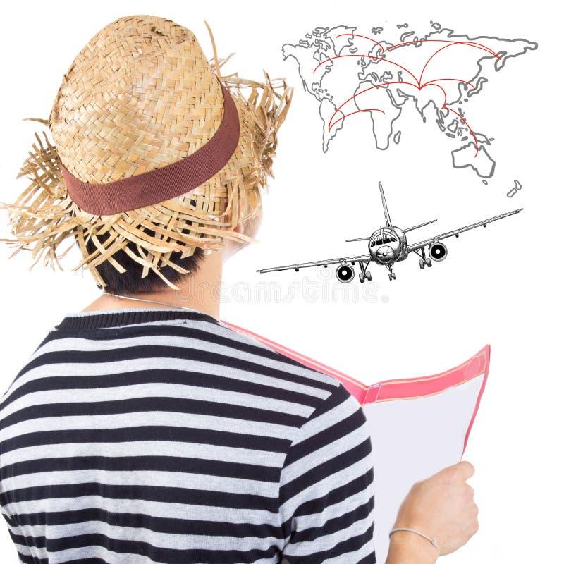 El viajero considera y planea para viajar imagen de archivo libre de regalías