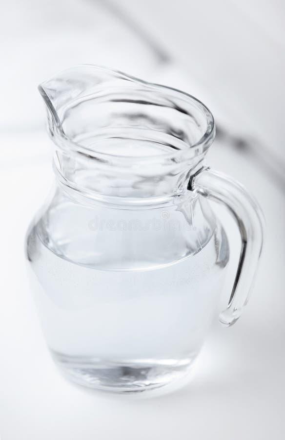 El vidrio puede con agua fotografía de archivo libre de regalías