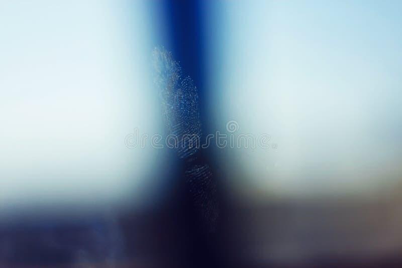 El vidrio transparente en el cual la huella dactilar fue impresa imágenes de archivo libres de regalías