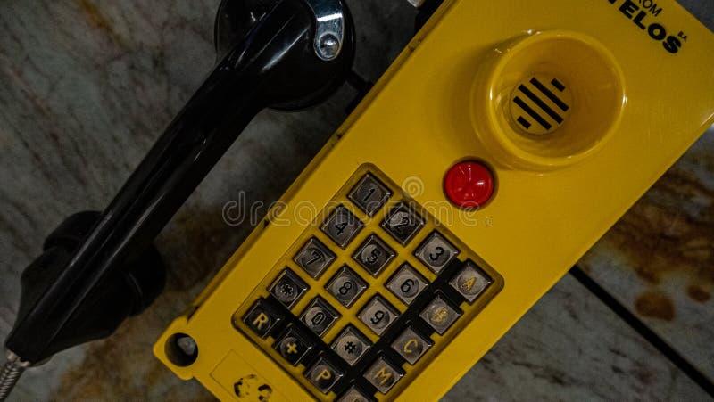 El viejo aparato de teléfono imagenes de archivo