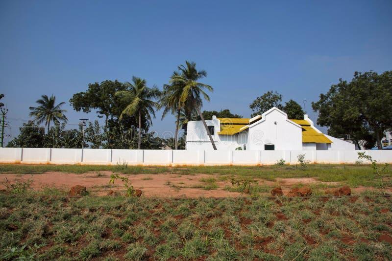 El viejo blanco coloreó la casa, en la manera a Kanchipuram, Tamil Nadu imagen de archivo libre de regalías