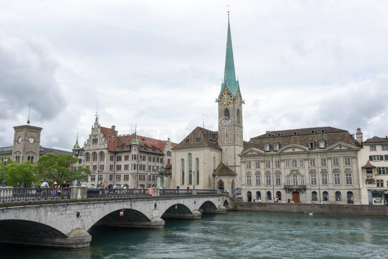 El viejo centro de ciudad de Zurich en Suiza fotografía de archivo libre de regalías