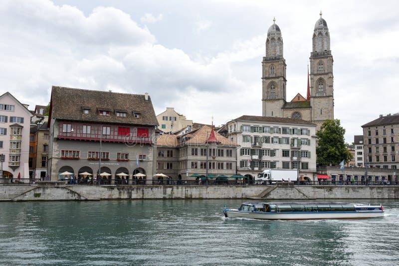 El viejo centro de ciudad de Zurich en Suiza fotos de archivo