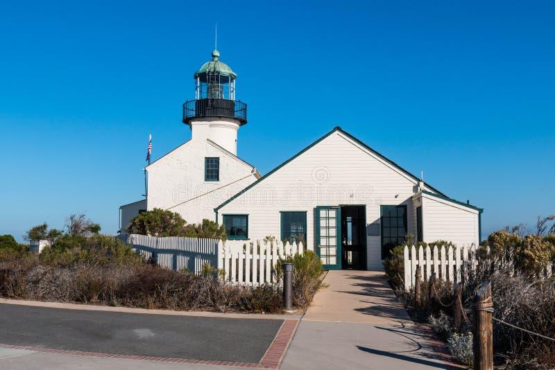 El viejo punto Loma Lighthouse y la entrada al ` s del encargado cuartea imagen de archivo