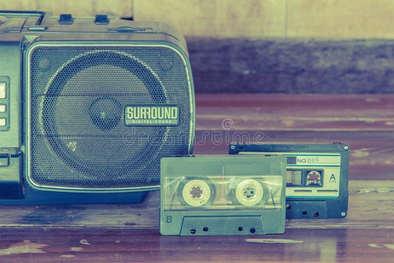 el viejo vintage de la cinta y del jugador de casete colorea tono fotografía de archivo libre de regalías