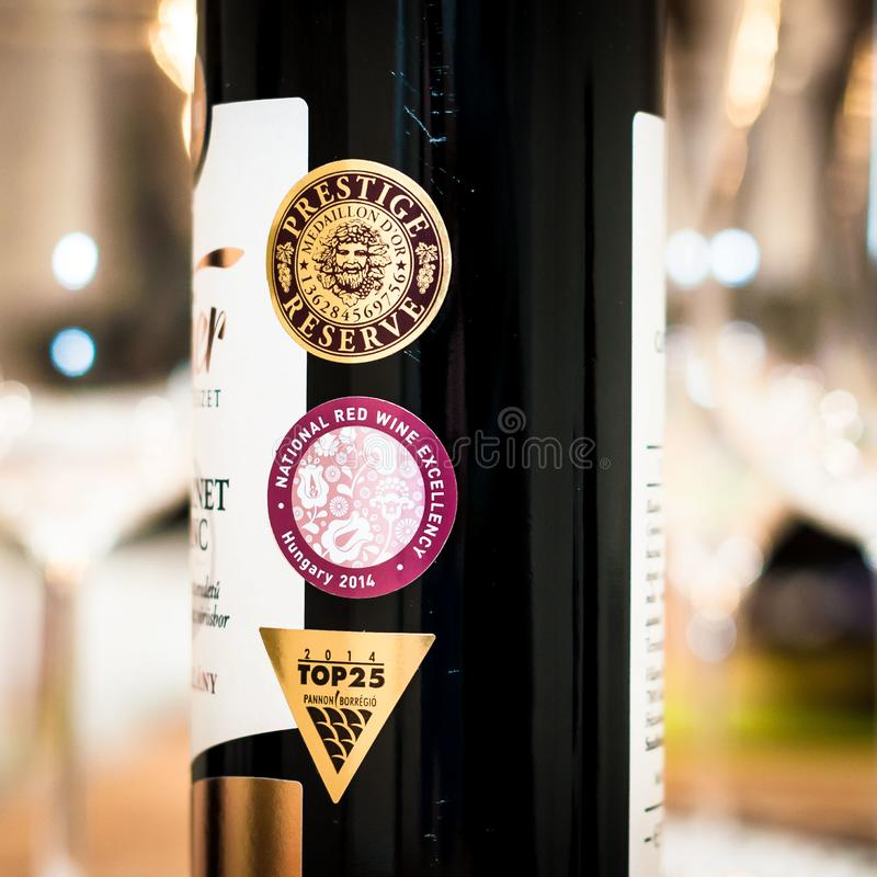 El vino concede a la excelencia del vino tinto de la reserva del prestigio imágenes de archivo libres de regalías