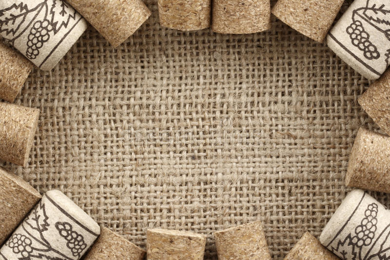 El vino tapa el marco con corcho imagen de archivo