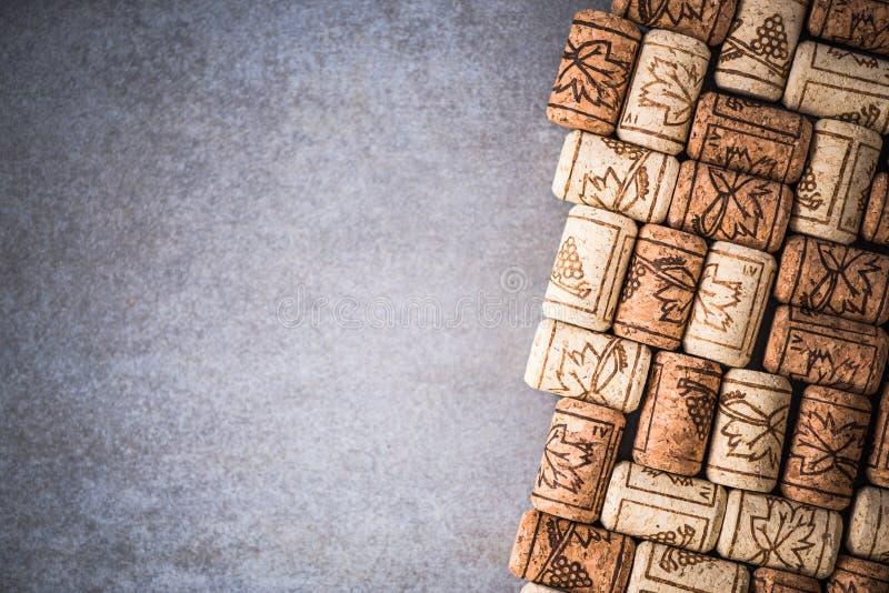 El vino tapa el fondo de la frontera con corcho imagen de archivo libre de regalías