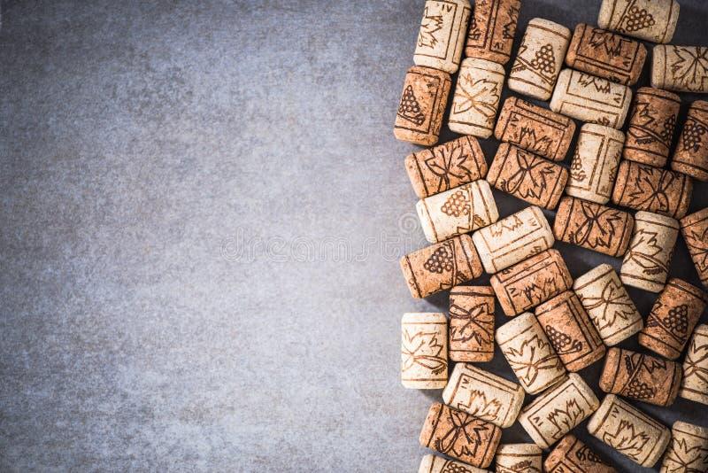 El vino tapa el fondo de la frontera con corcho fotografía de archivo libre de regalías