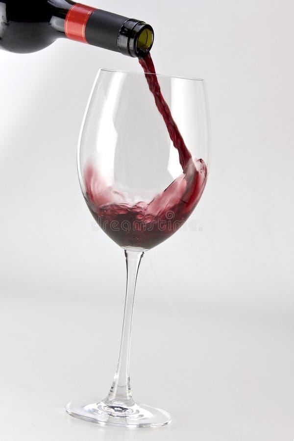 El vino vierte foto de archivo
