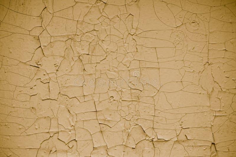 El vintage agrietó el fondo amarillo escamoso de la pintura Pintura de peladura amarilla del extracto, abstracta El modelo del   foto de archivo