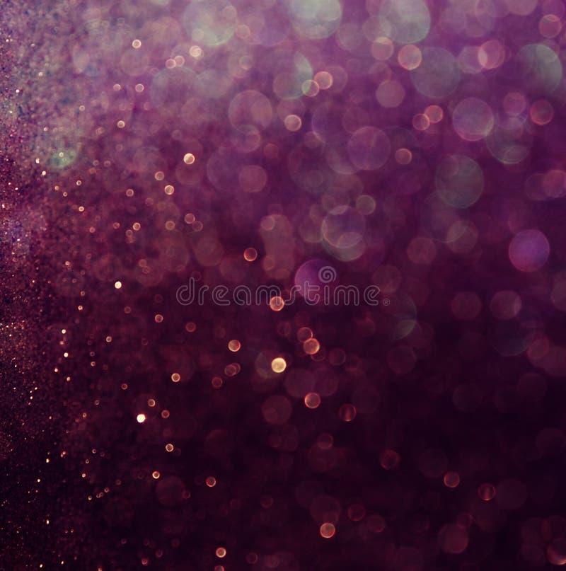 El vintage del brillo enciende el fondo Blanco y púrpura defocused imagen de archivo libre de regalías