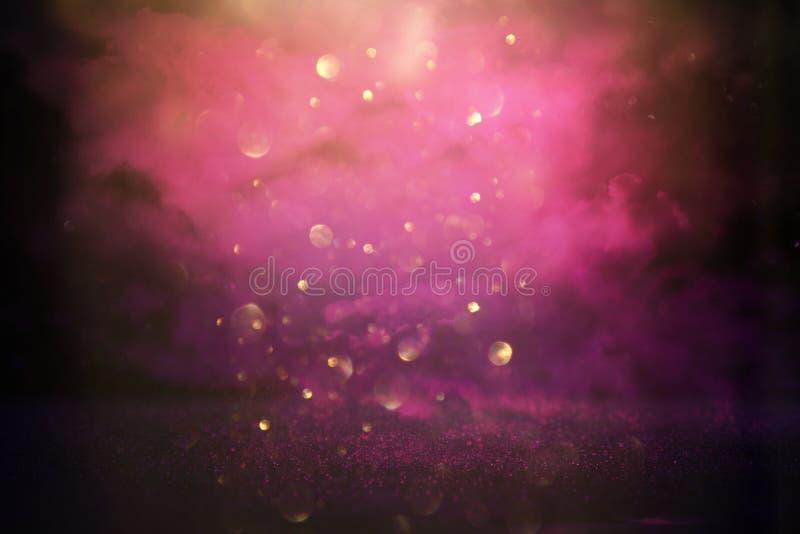 El vintage del brillo enciende el fondo rosa, negro, púrpura y oro de-enfocado imagenes de archivo