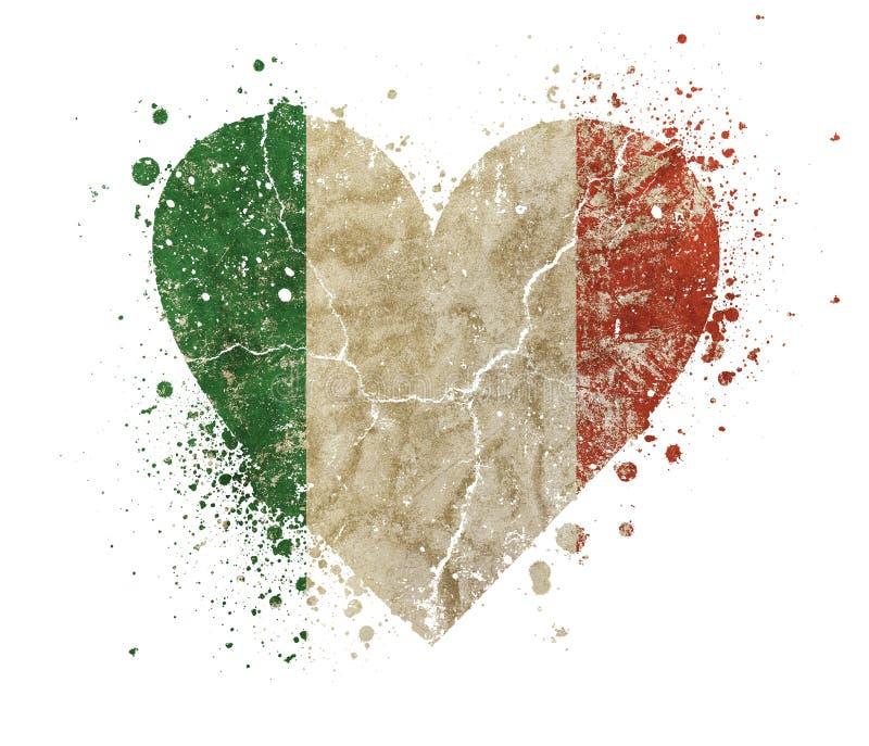 El vintage en forma de corazón del grunge se descoloró bandera de Italia fotos de archivo libres de regalías